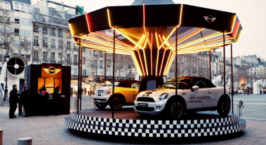 llllitl-mini-france-mini-roadster-manege-caroussel-paris-centre-pompidou-street-marketing-digital-facebook-ticket-qr-code-mini-united-2012-4