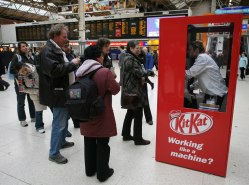 kitkat-vending-machine-work-like-a-machine