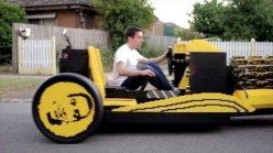 165KMvbja-20-ans-il-construit-une-voiture-en-lego-fonctionnelle-et-totalement-ecologique-x240-iea