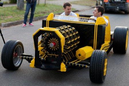 fullsize-lego-car-06