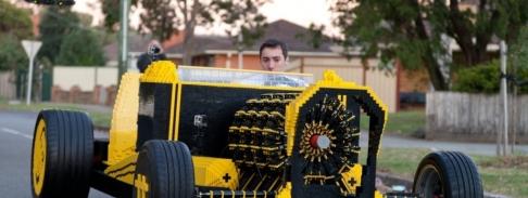 lego-car-concept-construction-voiture-etrange