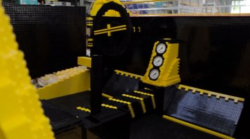 montez-a-bord-de-la-premiere-voiture-en-lego-fonctionnant-a-lair3